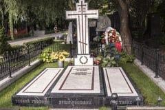 对大提琴奏者Mstislav罗斯特罗波维奇和歌手加林娜的坟墓 免版税图库摄影
