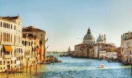 对大教堂二圣塔玛丽亚della致敬的视图在威尼斯 库存照片