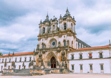 对大教堂的大门在Alcobaca 库存图片