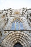 对大教堂的被雕刻的石制品大厦 免版税图库摄影