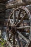 对大炮的木轮子 免版税库存照片