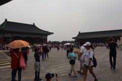 对天坛的游览,其中一个北京的标志 免版税库存照片