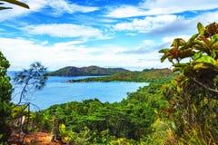 对天堂海滩anse拉齐奥, praslin, seychell的全景概要 免版税库存照片