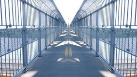 对天桥的镜子作用 皇族释放例证