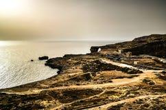 对天蓝色的窗口自然曲拱,现在消失,戈佐岛海岛,马耳他的海视图 免版税库存图片
