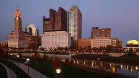 对天timelapse哥伦布,俄亥俄的夜市中心4K 股票录像