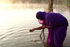 对太阳上升的Chhath Puja崇拜 库存照片
