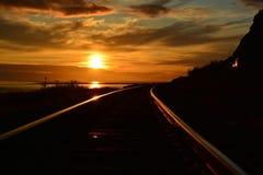 对太阳的火车 免版税图库摄影
