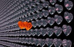 对夫妇的爱:在灰色中的两红色心脏金刚石一个 免版税图库摄影