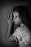 对女孩少年墙壁 免版税图库摄影
