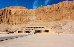 对女王Hatshepsut'stemple的入口在卢克索,埃及 图库摄影