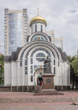 对女皇伊丽莎白的纪念碑 雕刻家:S Oleshnya, A Dementev 库存照片