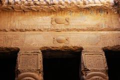 对女神Hathor的主殿的入口 图库摄影
