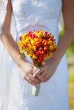 对婚礼的新娘的花束 免版税库存照片