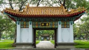 对孔子寺庙的广场的旁边门 库存图片
