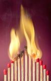 对它的邻居的灼烧的比赛设置火 免版税图库摄影