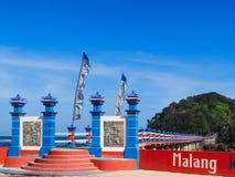对密林足迹的长的步行桥在Hanuman海岛 库存图片