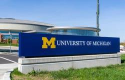 对密西根大学的入口标志 库存照片