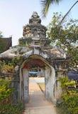 对寺庙庭院的门户在老挝 库存图片