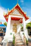 对寺庙的入口有一个美丽的屋顶的,泰国 库存图片
