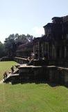 对寺庙的游人攀登 免版税图库摄影