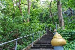 对寺庙的走道 免版税库存图片