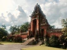对寺庙的门在巴厘岛印度尼西亚 免版税库存图片