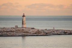 对小Torungen灯塔的海视图每冷的五颜六色的冬天 库存照片