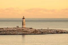 对小Torungen灯塔的海视图每冷的五颜六色的冬天 库存图片
