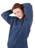 对尝试的女孩头发的保留红色温暖 免版税库存照片