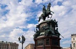 对尼古拉一世的纪念碑圣以撒` s正方形的 免版税库存图片
