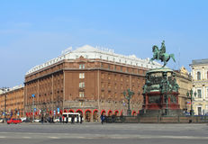 对尼古拉斯的旅馆Astoria和纪念碑i.圣彼德堡,俄罗斯。 免版税库存照片