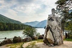 对尼古拉斯Roerich的大理石纪念碑 阿尔泰共和国,俄罗斯 免版税库存图片