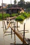 对居住船的桥梁 免版税图库摄影