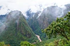 对山的马丘比丘鸟瞰图在雾 库存照片