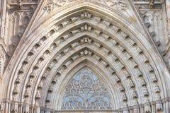 对巴塞罗那` s哥特式大教堂,亦称La Seu主要门户的广角看法  库存图片