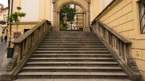 对市政厅的石台阶 库存图片