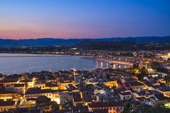 对市的夜视图Napflio,希腊 免版税库存照片
