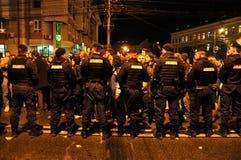 对平安的抗议者的罗马尼亚宪兵队和警察虐待暴力 库存照片