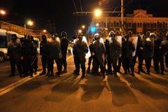 对平安的抗议者的罗马尼亚宪兵队和警察虐待暴力 免版税库存照片