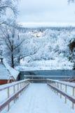 对底部的木楼梯在冬天 图库摄影