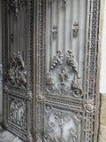 对庭院的入口 铁伪造的城市街道的装饰和装饰品 老第比利斯建筑学 免版税图库摄影