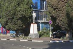 对弗拉基米尔・伊里奇・列宁的纪念碑在列宁和基洛夫街道交叉路在爱德乐,索契手段村庄  免版税库存图片