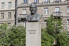 对弗拉基米尔・伊里奇・列宁的纪念碑彼得格勒边的Bolshoy的Prospekt在圣彼德堡 库存照片