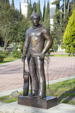 对弗拉基米尔・维索茨基的纪念碑在索契 俄国 库存照片