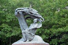 对弗雷德里克肖邦的纪念碑在Lazenki公园,关闭 战争 免版税库存照片