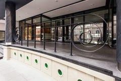 对当代大厦的入口 免版税库存照片