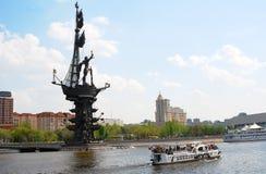 对彼得大帝和莫斯科市的纪念碑全景。 免版税图库摄影