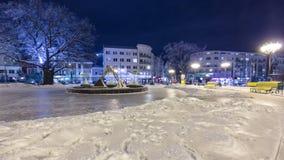 对恋人冬天timelapse的纪念碑在哈尔科夫,乌克兰 影视素材