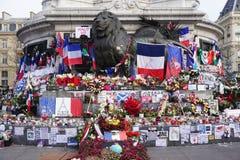 对恐怖主义的受害者的不拘形式的纪念品在普拉切de la Republique的在巴黎 免版税库存图片